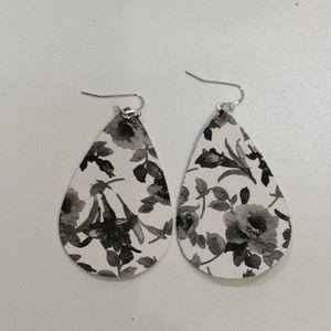 Jewelry - Vegan leather earrings New